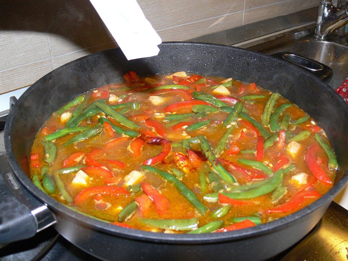 Paella pollo e verdure