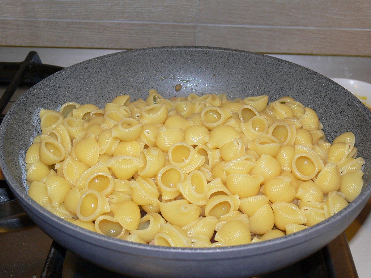 Pasta tonno olive e noci