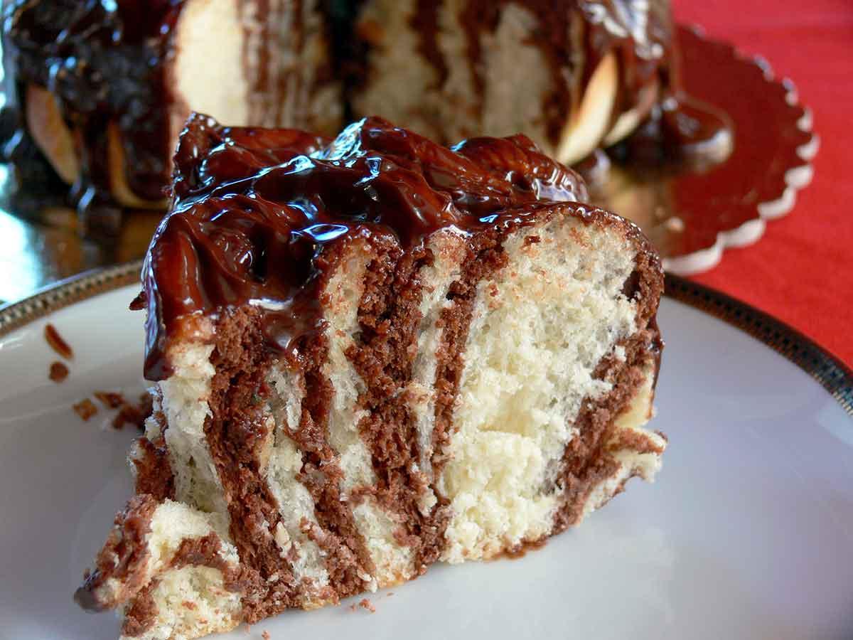 fetta di torta di Rose con glassa di cioccolato