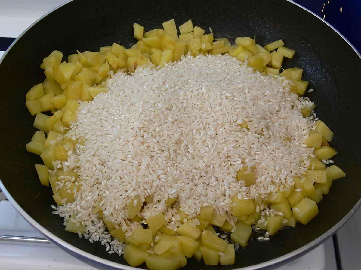 Risotto Patate e Pesto - Preparazione Unire il Riso