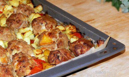 Polpette al forno con patate e peperoni